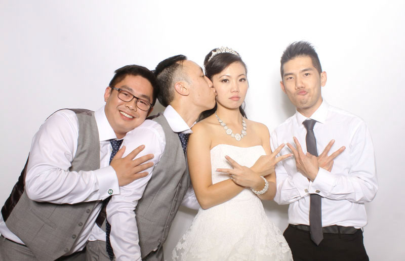 reasons to have a photobooth at your wedding